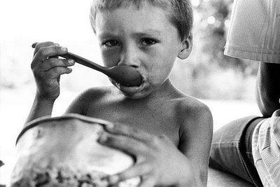 fome fonte da imagem: http://opolifonico.wordpress.com/2010/12/01/numeros-da-fome-no-brasil/